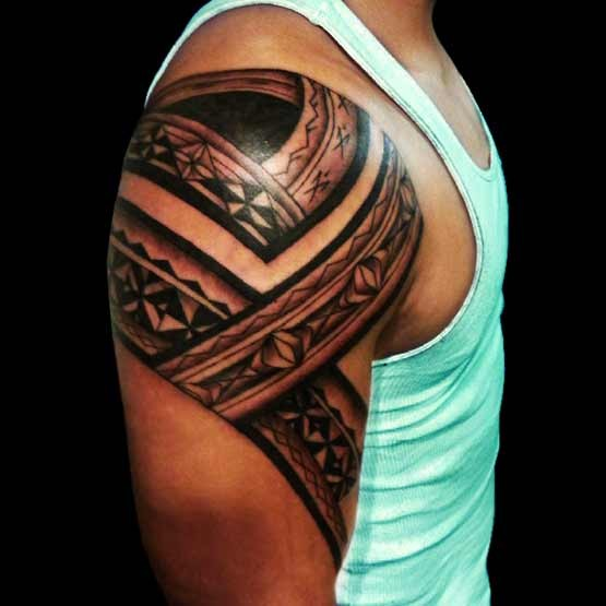 The tribal arm tattoos for men design will really emphasize the biceps muscle. Look a line around the bicep tattoos play a very captivating to a woman.