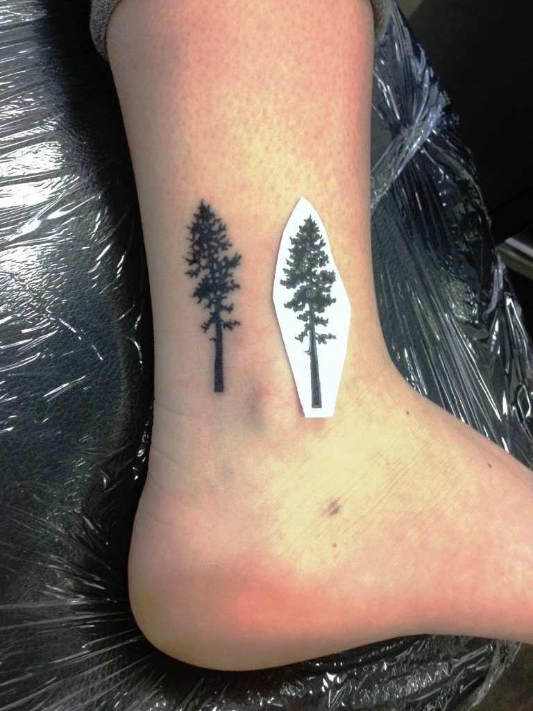 Small tree tattoo in leg