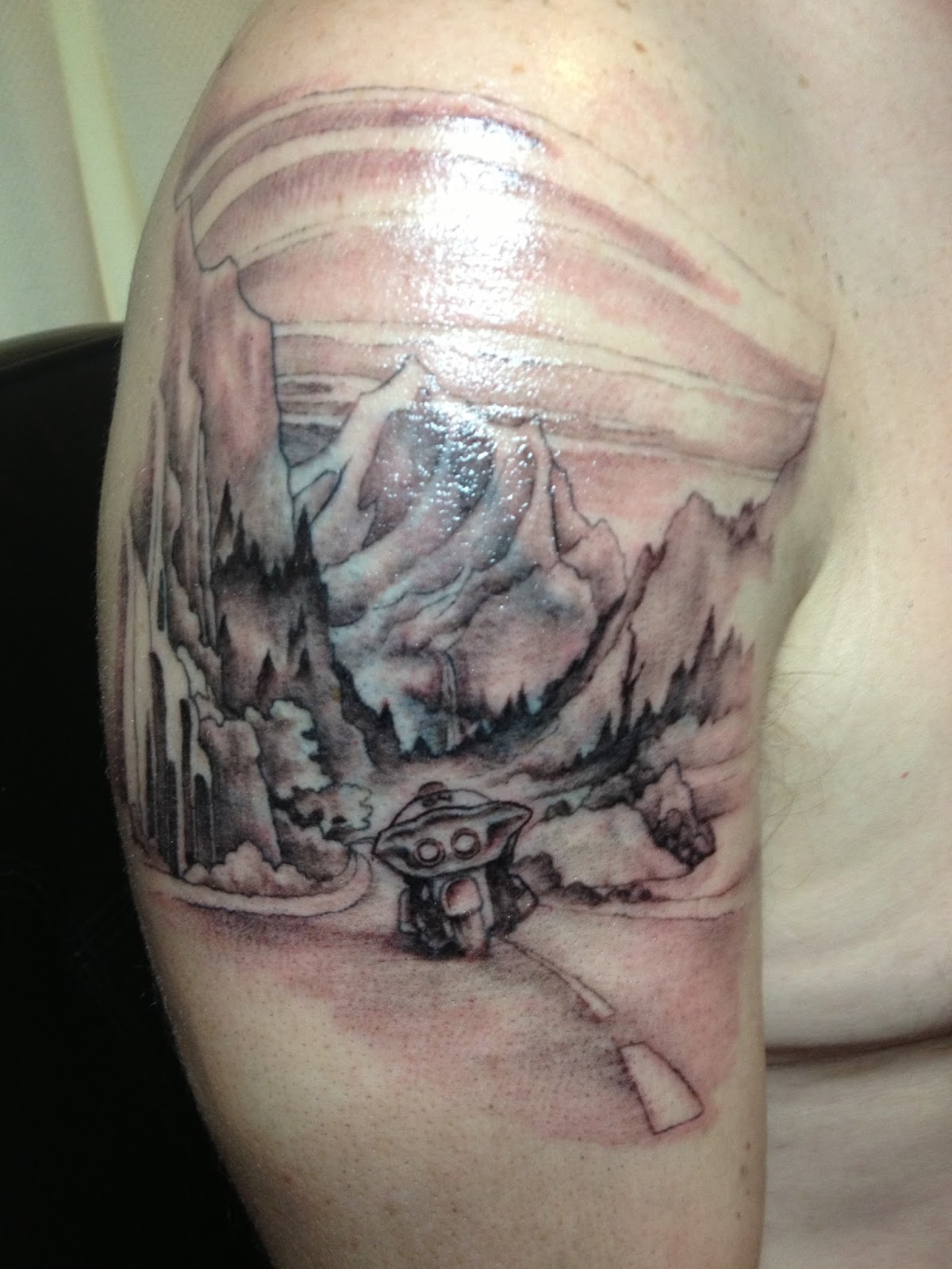 mountains-tattoo-shoulder