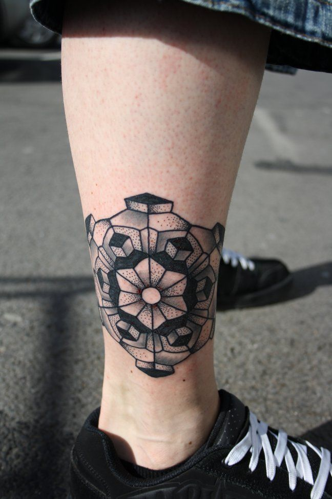 small-geometric-lion-tattoo