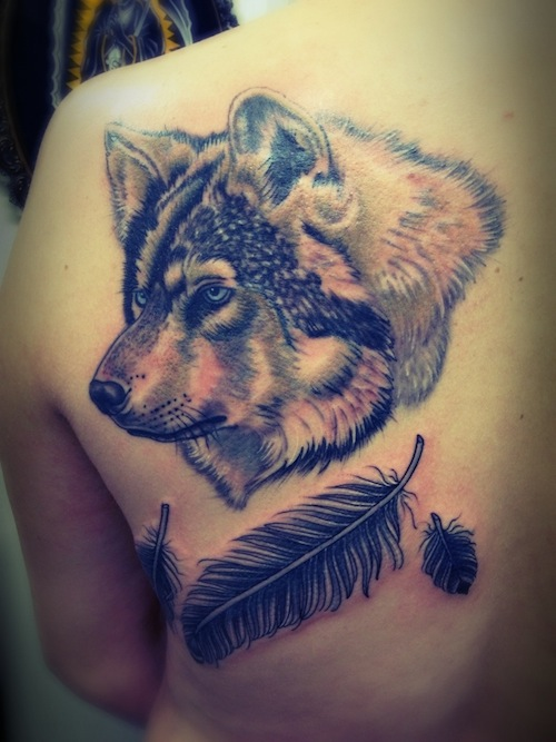 wolf-feather-tattoo