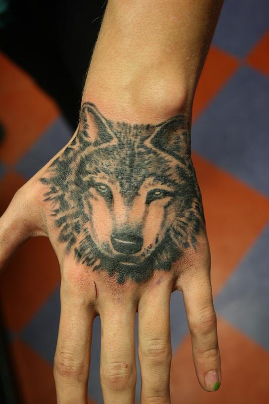 wolf-tattoo-on-hand